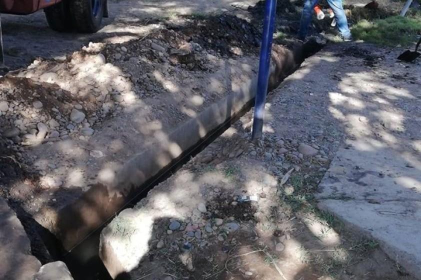 Limpieza de acequias en el Barrio Buenaventura Luna