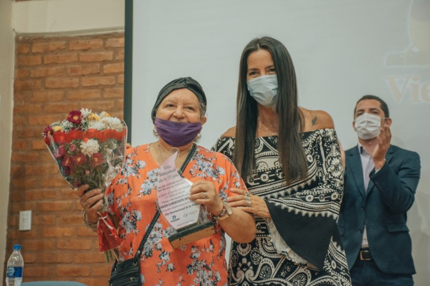 Distinción a Mujeres comerciantes rawsinas