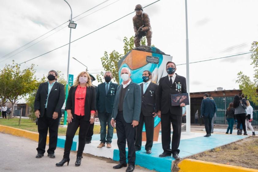 Inauguración del Monumento Soldado Rawsino Héroe de Malvinas