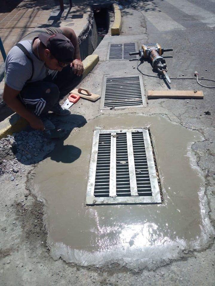 Arreglos de pasantes de agua y tapas de registro